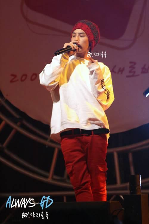 [20.02.09][Pics] G Dragon - Hankuk University F0026549_499db82f00412