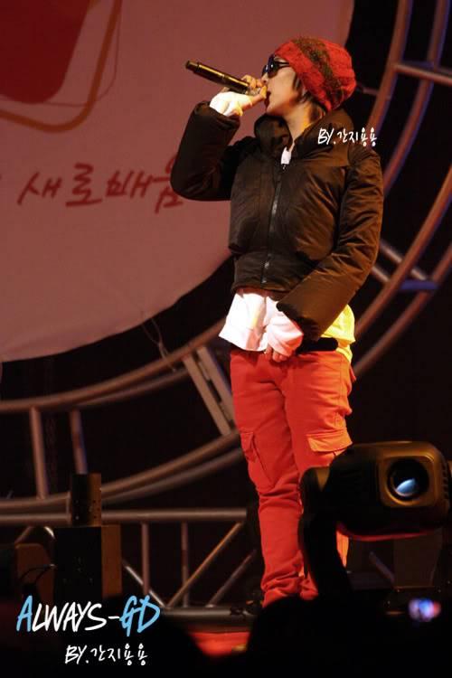 [20.02.09][Pics] G Dragon - Hankuk University F0026549_499db832ef12e