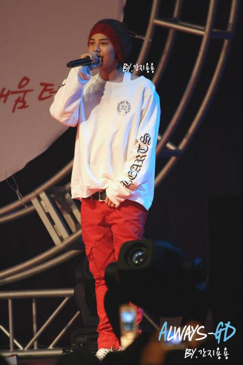[20.02.09][Pics] G Dragon - Hankuk University F0026549_499db93dea607