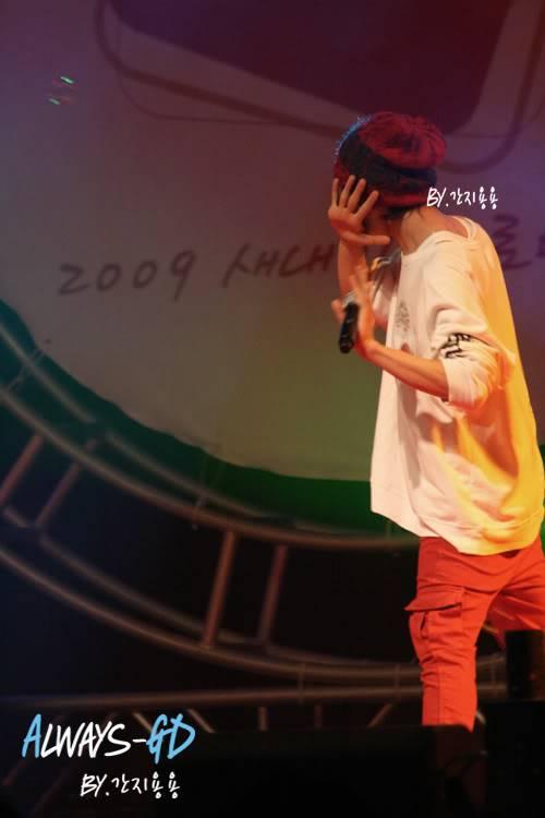 [20.02.09][Pics] G Dragon - Hankuk University F0026549_499dbbdaefc00