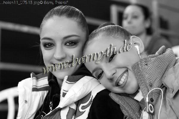 Amitié entre les gymnastes - Page 5 EvgeniaKanaeva-DariaDmitrieva-GPHolon2011-Barny