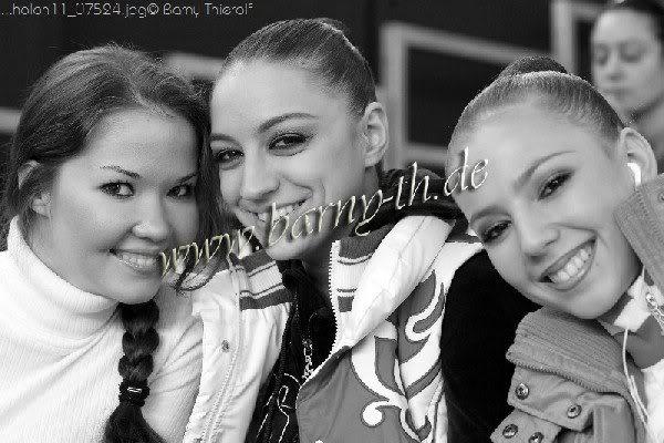 Amitié entre les gymnastes - Page 5 EvgeniaKanaeva-DariaDmitrieva-Gimatova-GPHolon2011-Barny