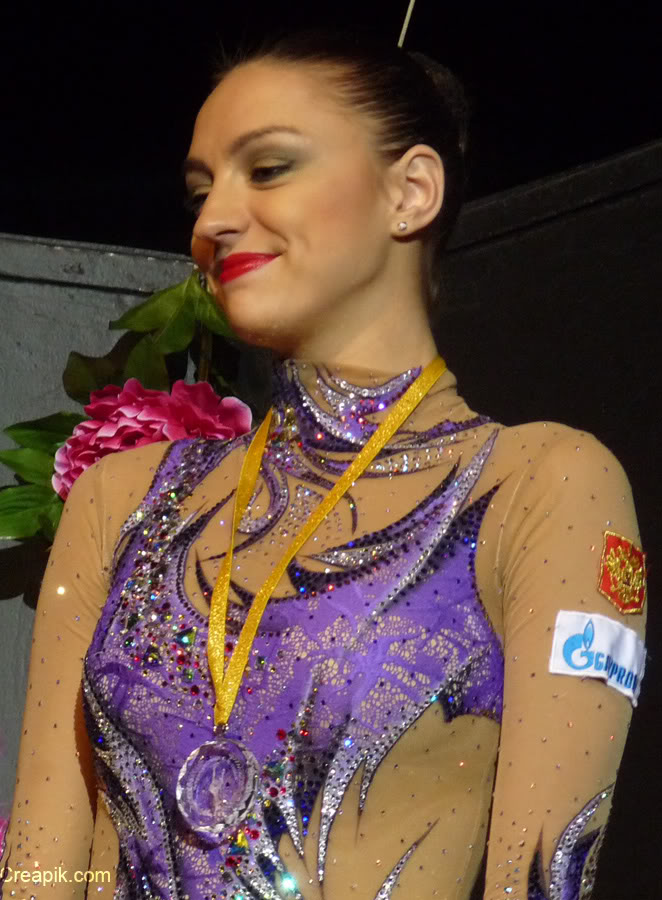 Récupération de justaucorps - Page 27 EvgeniaKanaeva-AwardCeremony-AA-GPThiais2011-02