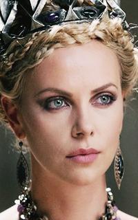 მსახიობები ,რომლებსაც დედოფლის როლი უთამაშნიათ !!! 3c05cf35e13f5a68026ca3044435678e