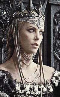 მსახიობები ,რომლებსაც დედოფლის როლი უთამაშნიათ !!! D3f5e153b76d4c6899842eca7e28a9a4