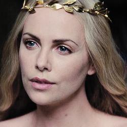 მსახიობები ,რომლებსაც დედოფლის როლი უთამაშნიათ !!! 774977ea54b004b7e0d124938fb5b5b5