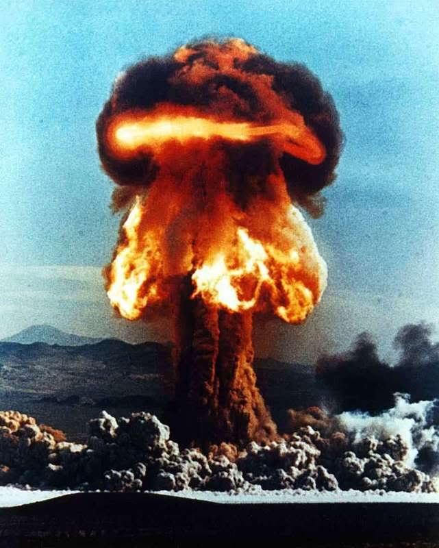 Explosions Nuclear-explosion