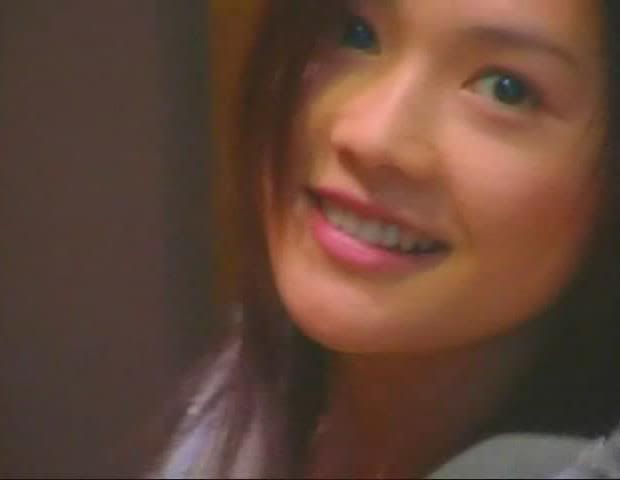 I go *faint when I see YUI like this  398393_206272429462219_100002383892358_443884_607240282_n