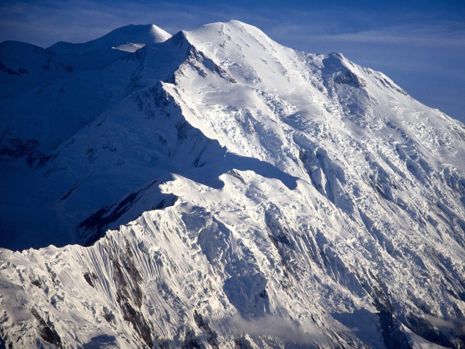அழகு மலைகளின் காட்சிகள் சில.....02 - Page 22 AerialViewMountMcKinleyAlaska