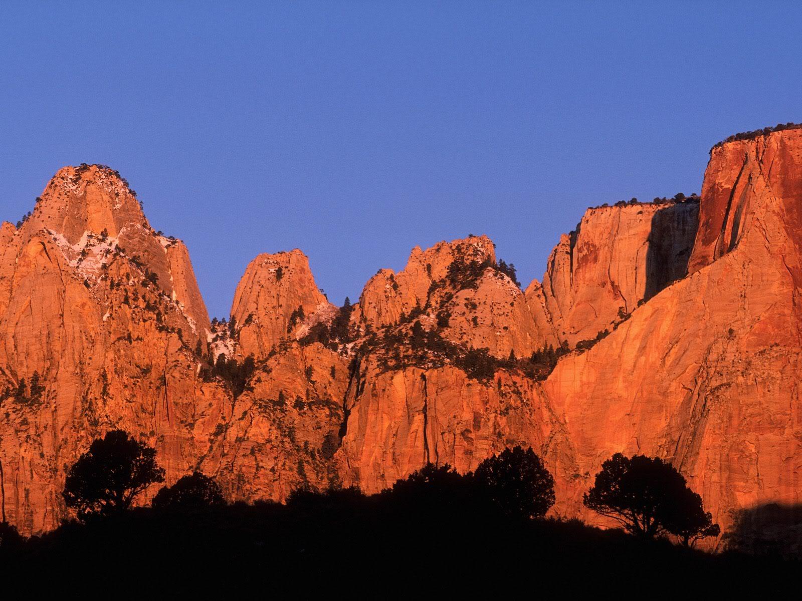 அழகு மலைகளின் காட்சிகள் சில.....02 - Page 22 CrimsonRiseZionUtah