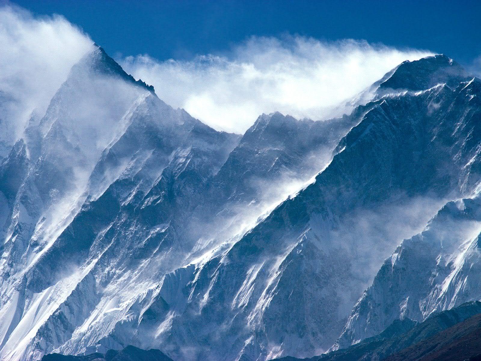 அழகு மலைகளின் காட்சிகள் சில.....01 - Page 39 EverestLhotseHimalayanPeaksNepal