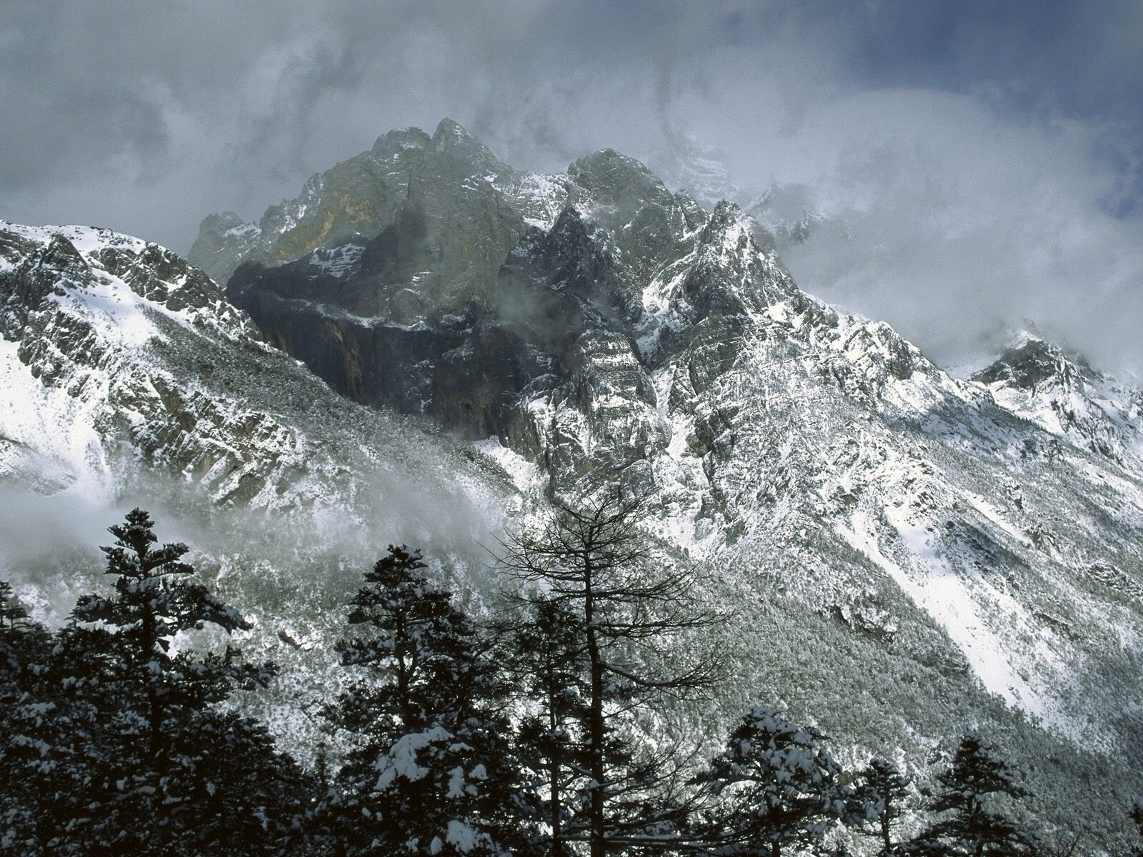 அழகு மலைகளின் காட்சிகள் சில.....02 - Page 22 JadeDragonSnowMountainYunnanProvinc