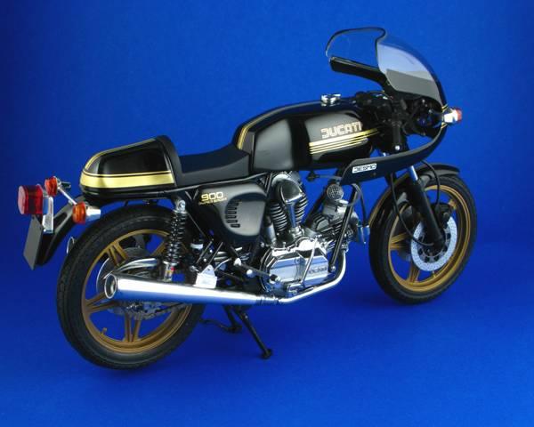 Ducatti 900SS Ducatti9002_zpsb89afe5a
