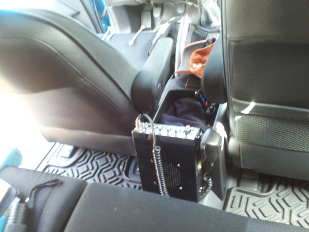 Mounting a Full Size CB Radio (WITHOUT cutting/drilling) 2012-03-03131447