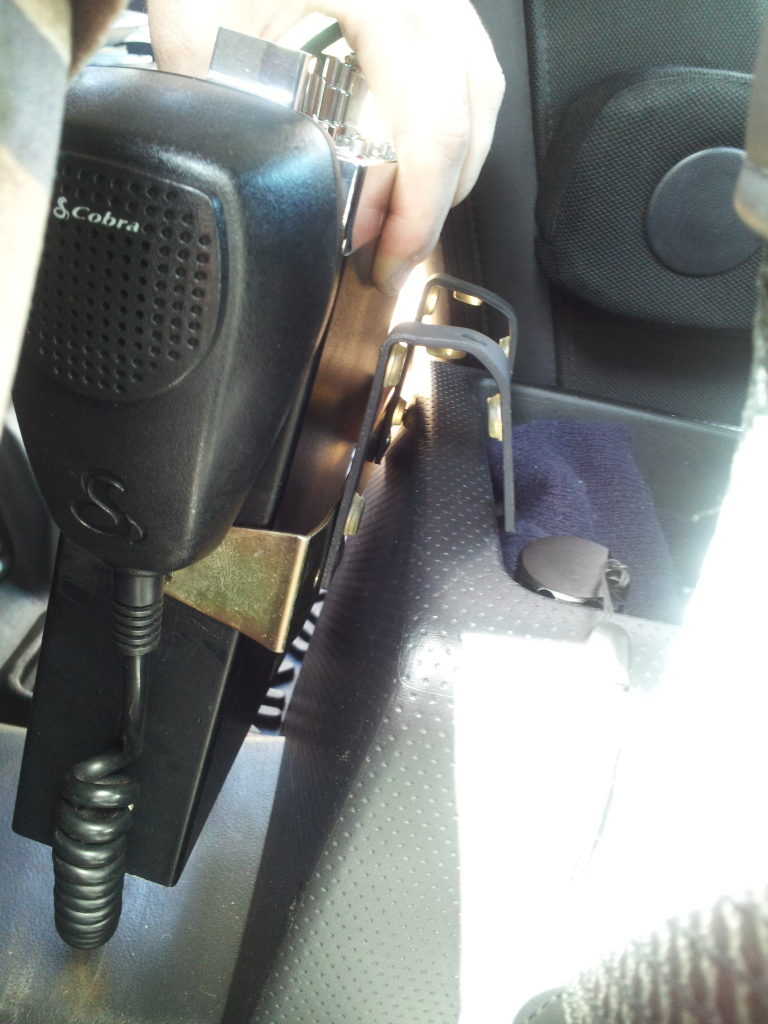 Mounting a Full Size CB Radio (WITHOUT cutting/drilling) 2012-03-03131515