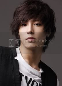 "[NEWS] 07/04/09 - Noh MinWoo ""A dit à son ami HyunJoong de changer sa façon de parler lorsqu'il joue la comédie"" No_min_woo"