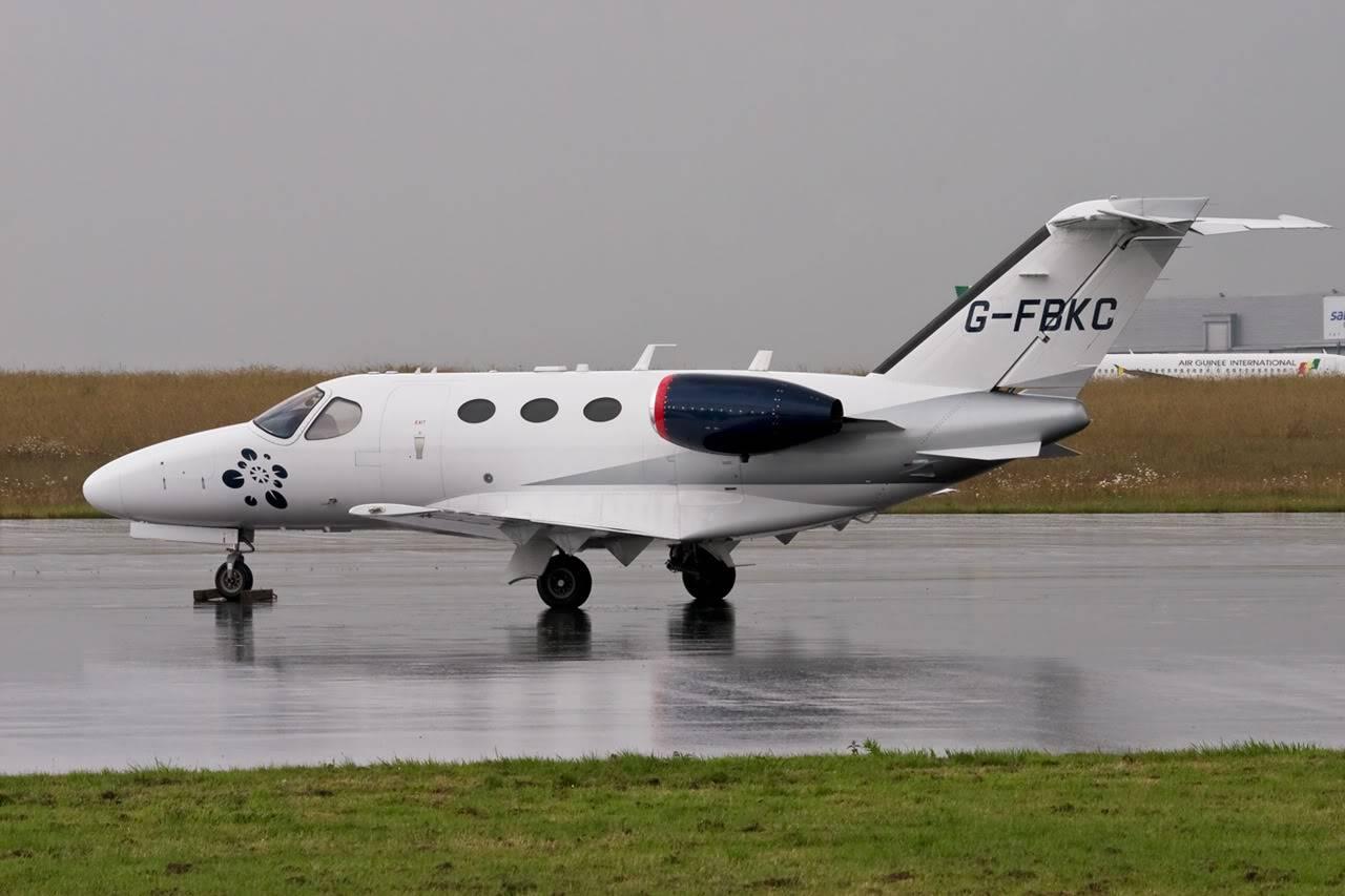 Cessna Mustang Citation G-FBKC & Ecureuil de l'AA le 14.06.11 F-GKBC