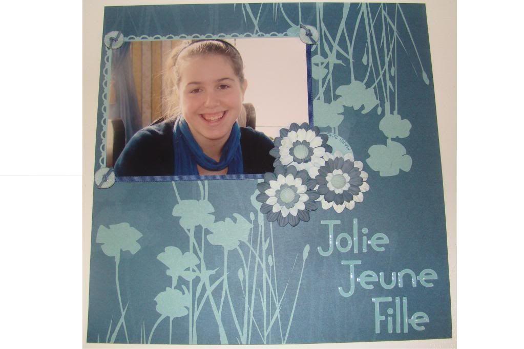 Défi « monochrome à festons » de picotine - Page 3 JolieJeuneFille