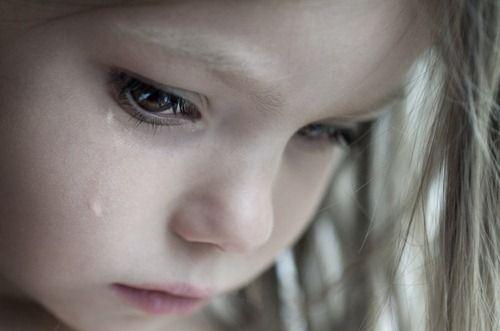 Deca i roditelji:) Heartbreaking-sad-eyes-tears-photography5_zps8fed48c1
