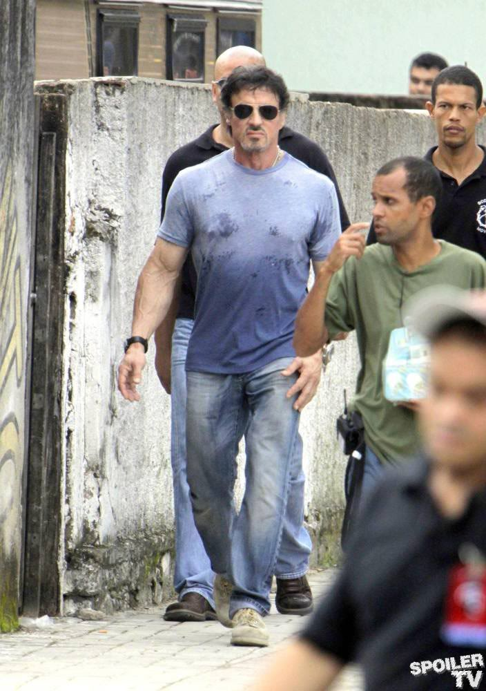 Sylvester Stallone's The Expendables - Page 2 12d6a8b3ad7499fa4ba0efe5303d89a8