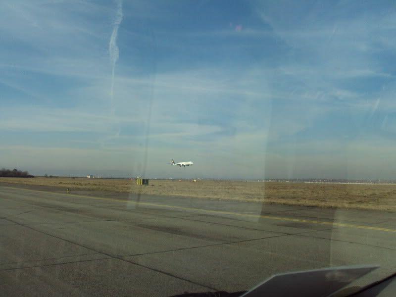 Aeroportul Timisoara (Traian Vuia)  - Ianuarie 2011 E195DAEBBDLH1101181-1