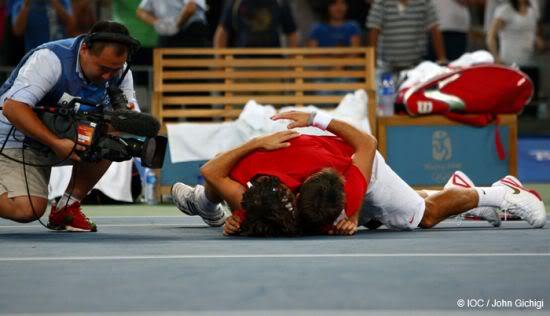 Stanislas Wawrinka y Roger Federer 0D6E1070--IOC-John-Gichigi