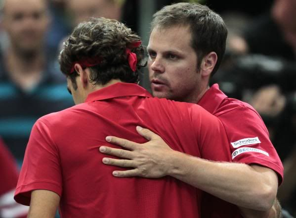 Eliminatoria del grupo Europa-África grupo I, Suiza Vs Portugal del 8 sl 10 de Julio 1032108191-switzerland-s-federer-hugs-team-captain-luethi-after-winning