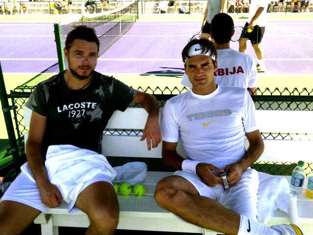 Stanislas Wawrinka y Roger Federer - Página 3 Indywells110310practice03