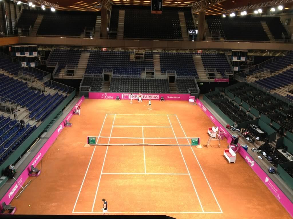1ª Ronda Suiza Vs EEUU del 10 al 12 De Febrero de 2012 - Página 2 PistaCentralFriburg-fondo