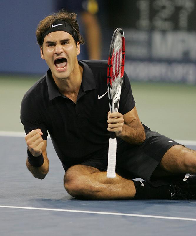 ¡Cuerpo a tierra...que viene la bola! (Roger por el suelo) Usopen070909finalscrkd11