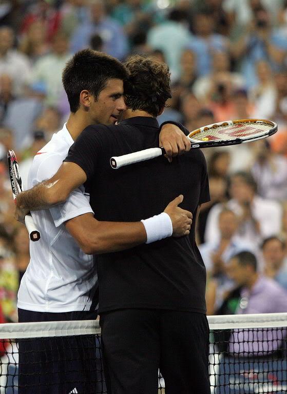 Novak Djokovic y Federer Usopen070909finalshnet04