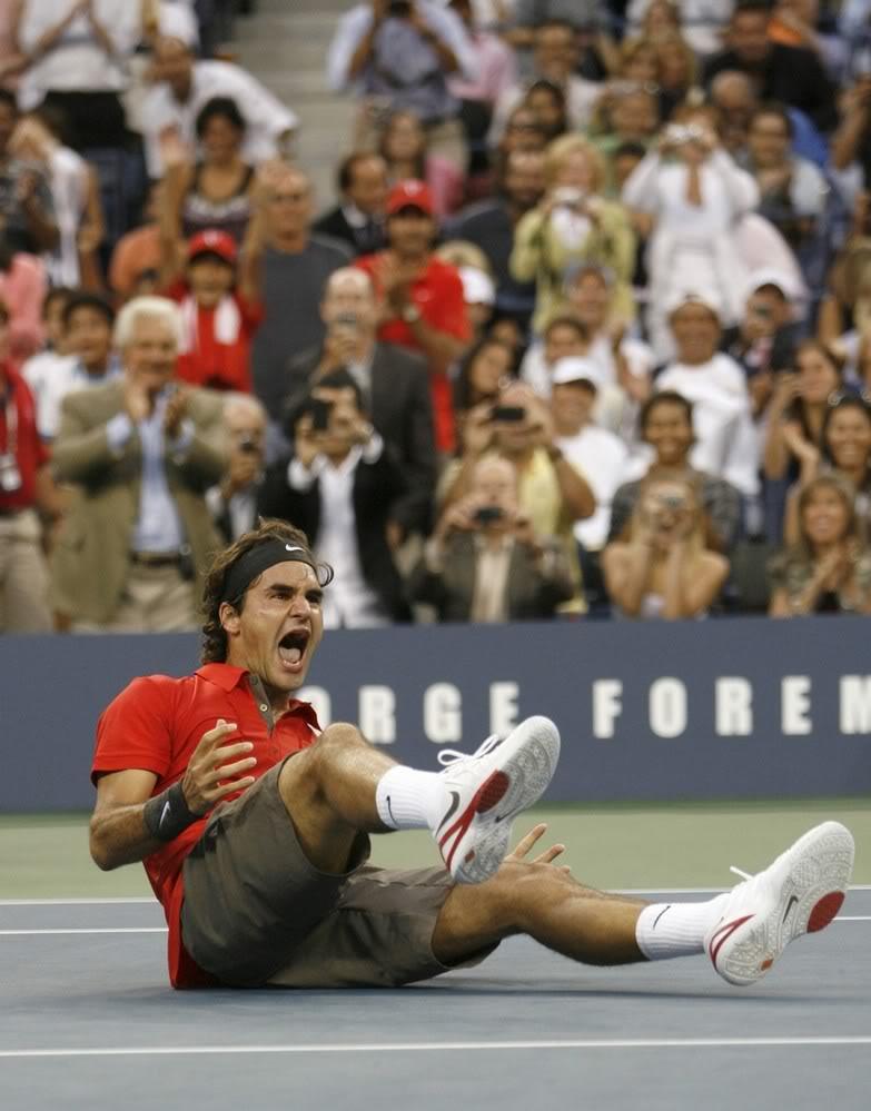 ¡Cuerpo a tierra...que viene la bola! (Roger por el suelo) Usopen080908finalscrl06