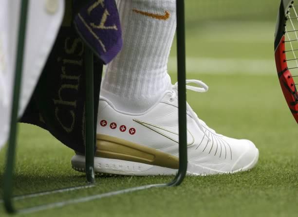 Los pies de Roger. Wimby070625r128ashoe02