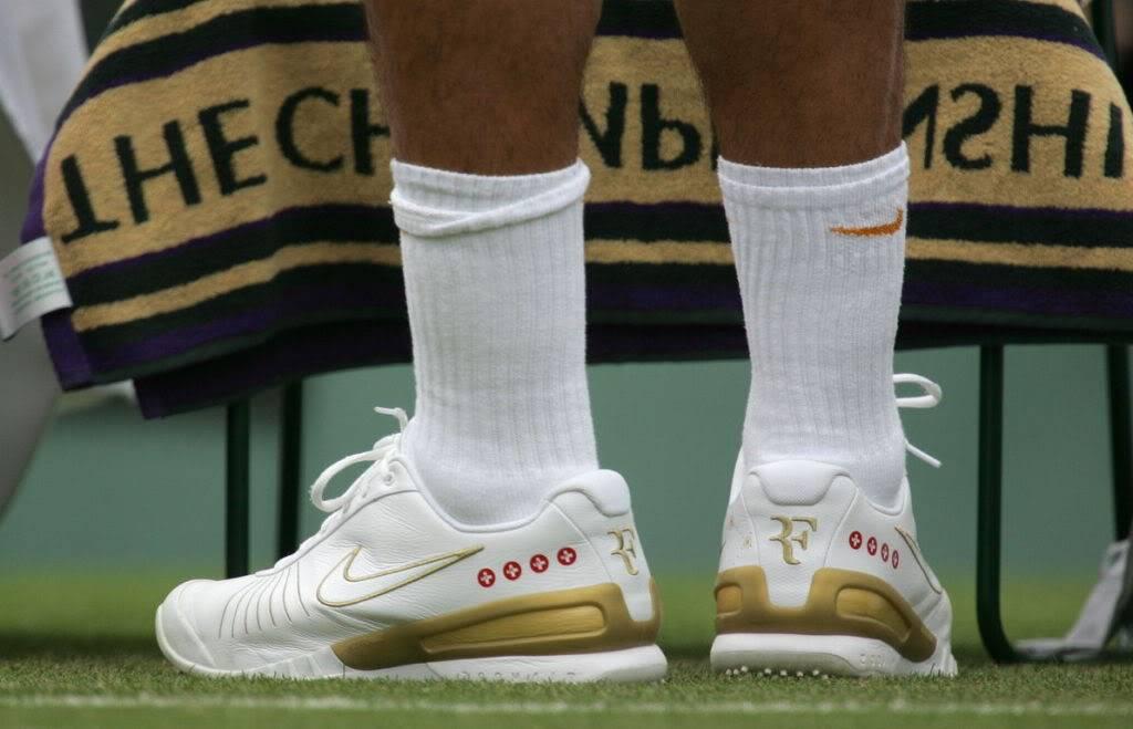 Los pies de Roger. Wimby070627r64ashoe01