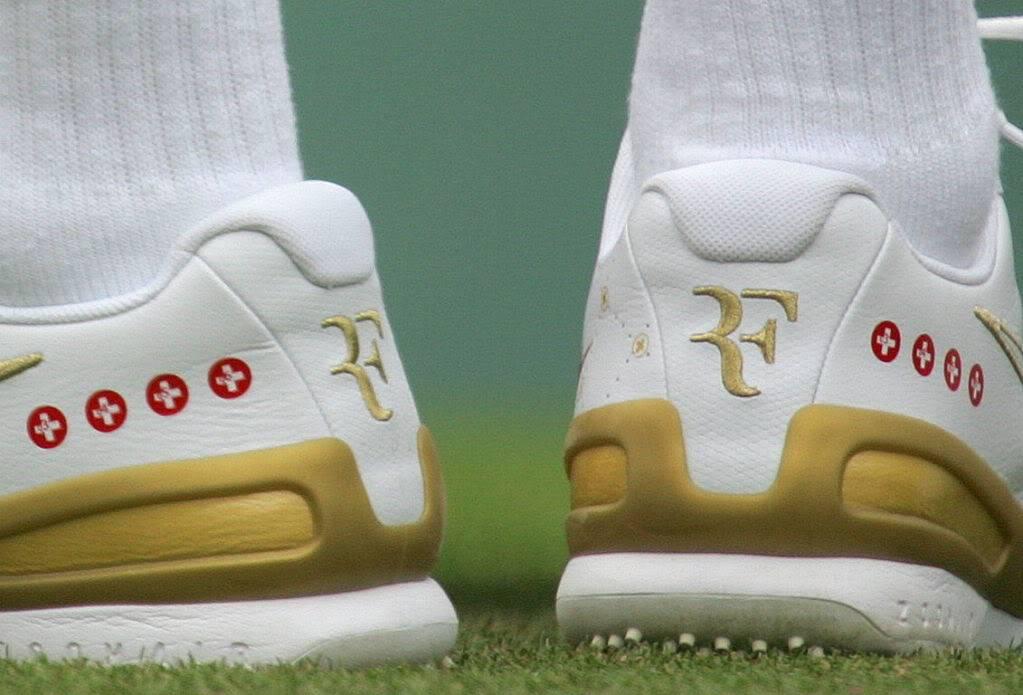 Los pies de Roger. Wimby070627r64ashoe02