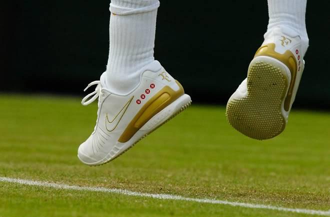 Los pies de Roger. Wimby070627r64ashoe03