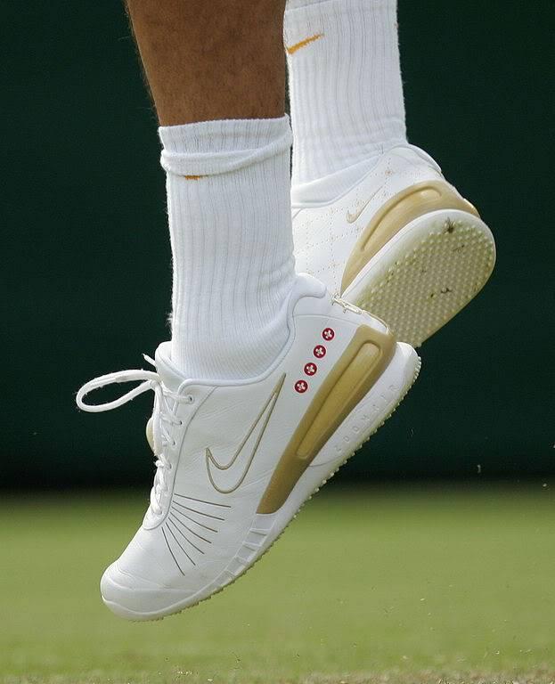 Los pies de Roger. Wimby070627r64ashoe04