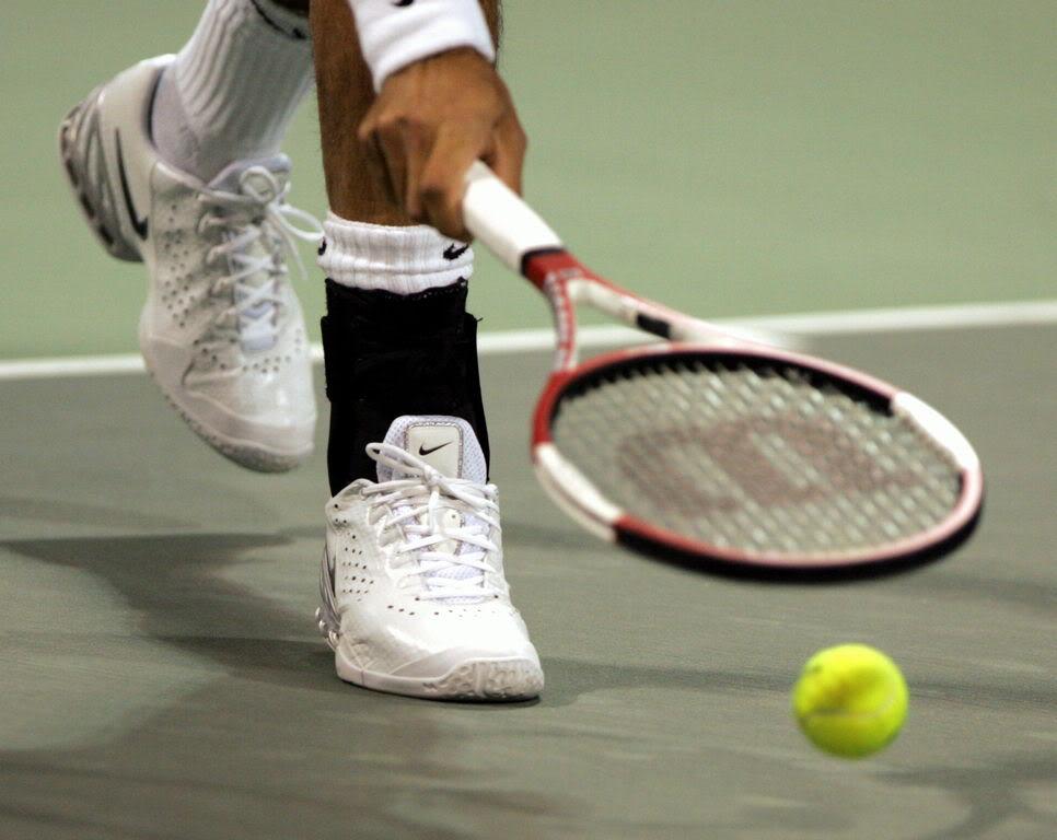 Los pies de Roger. Doha060103r32misc01