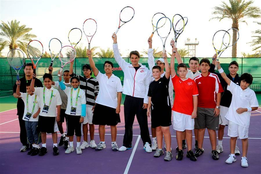 Roger y los niños Doha100104clinic08