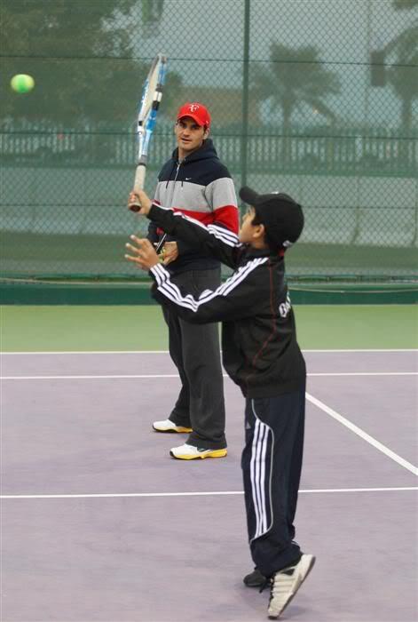 Roger y los niños Doha110103kidsday05
