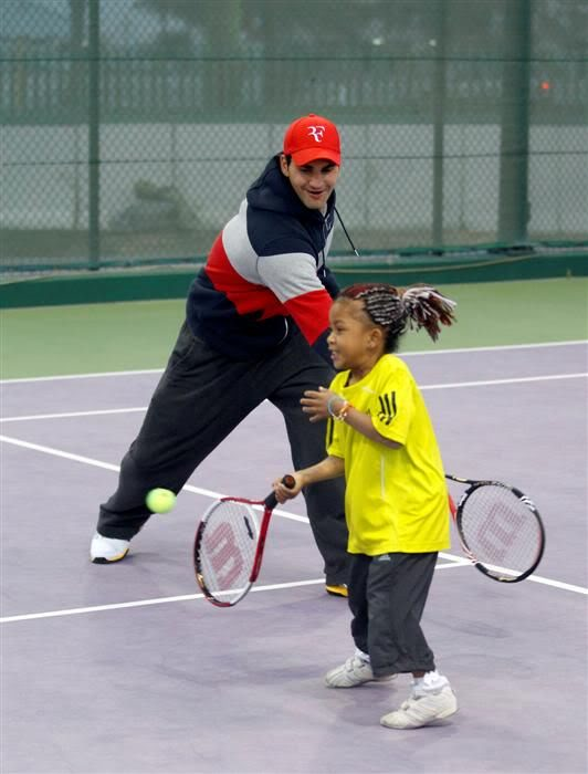 Roger y los niños Doha110103kidsday06