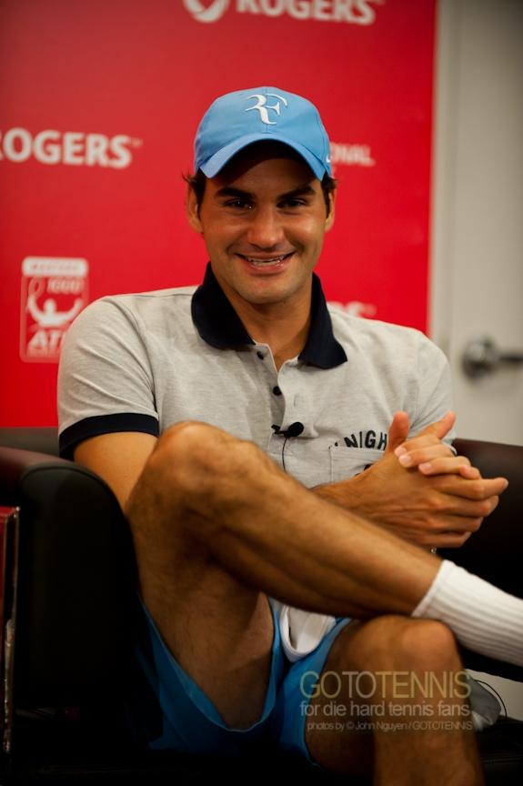 El paquete de Roger - Página 3 2010-Rogers-Cup-Federer-Presser_010