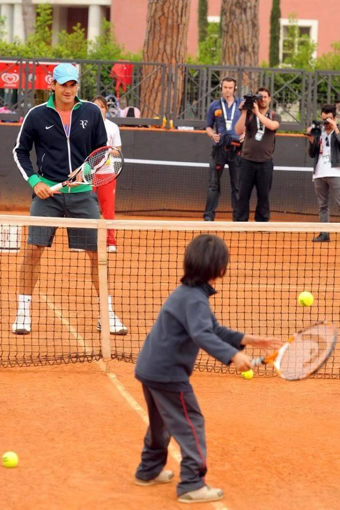 Roger y los niños Rome090427clinic01