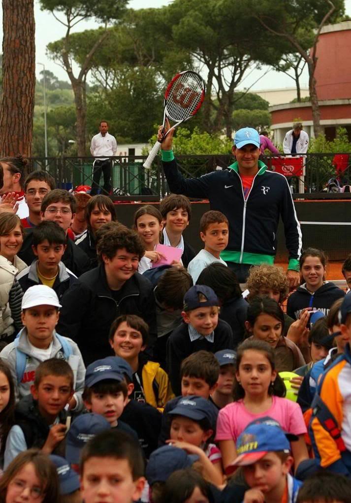 Roger y los niños Rome090427clinic10