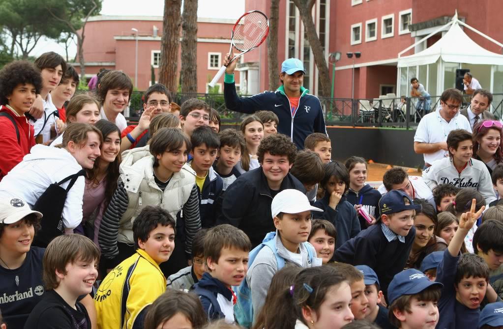 Roger y los niños Rome090427clinic11