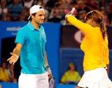 Roger y Serena Williams Th_ausopen100117haitiserena15