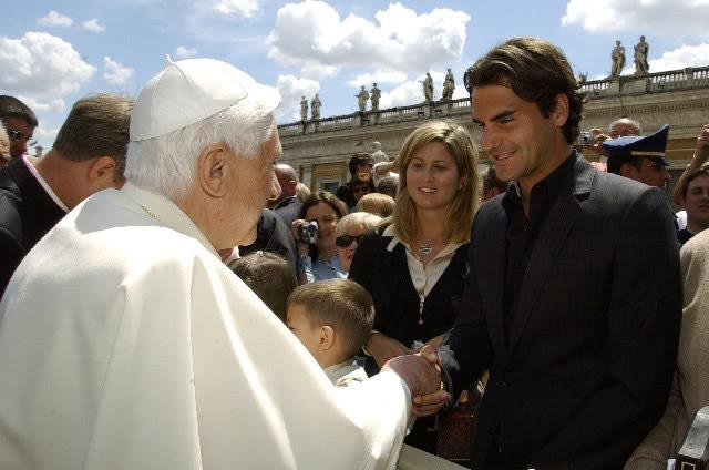 Roger y otras celebridades Vatican060510popebenedictxvi01
