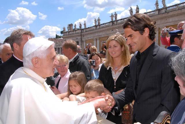 Roger y otras celebridades Vatican060510popebenedictxvi02