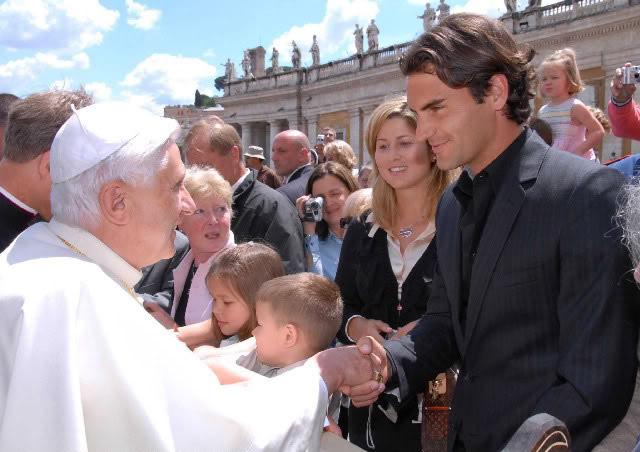 Roger y otras celebridades Vatican060510popebenedictxvi03