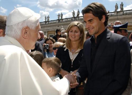 Roger y otras celebridades Vatican060510popebenedictxvi05